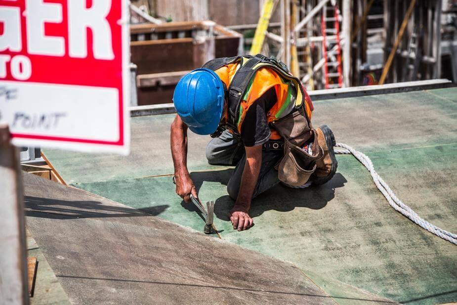 Pracownik na terenie budowy